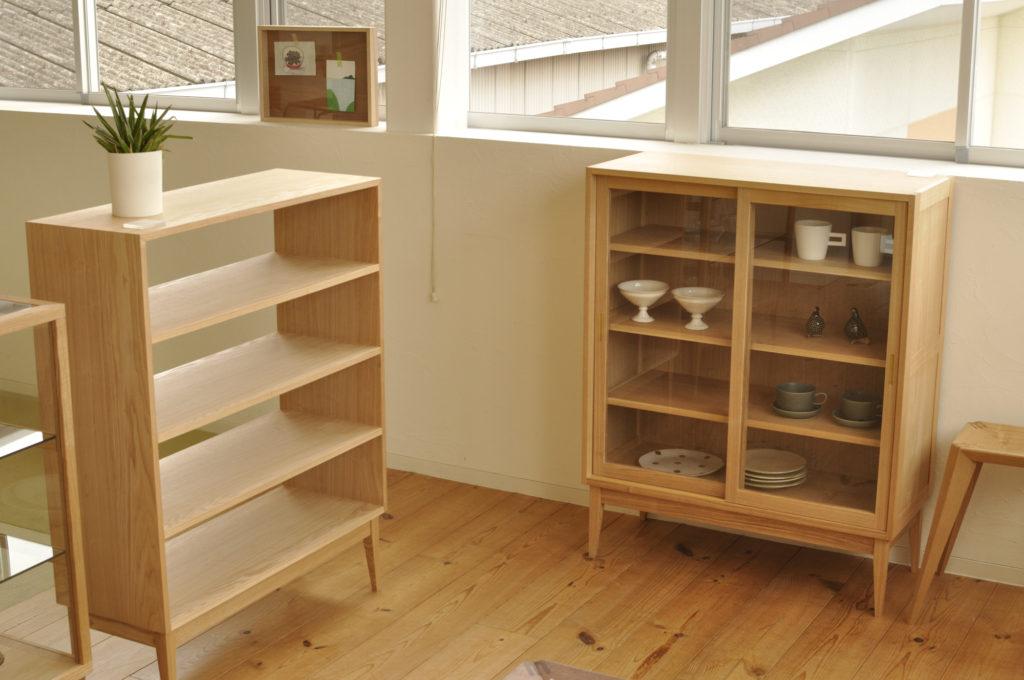 4段棚と食器棚